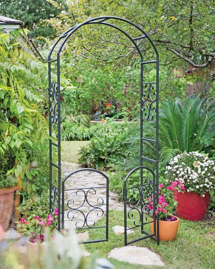 Laurel metal arbor with gate